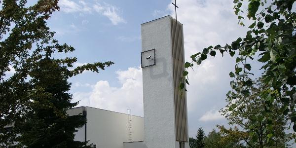 Katholische Pfarrkirche Heiliger Christoph mit angebautem Pfarrheim 2