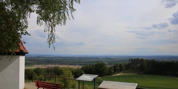 Aussichtspunkt Bertenöd mit Blick auf das Inntal und Alpenkette