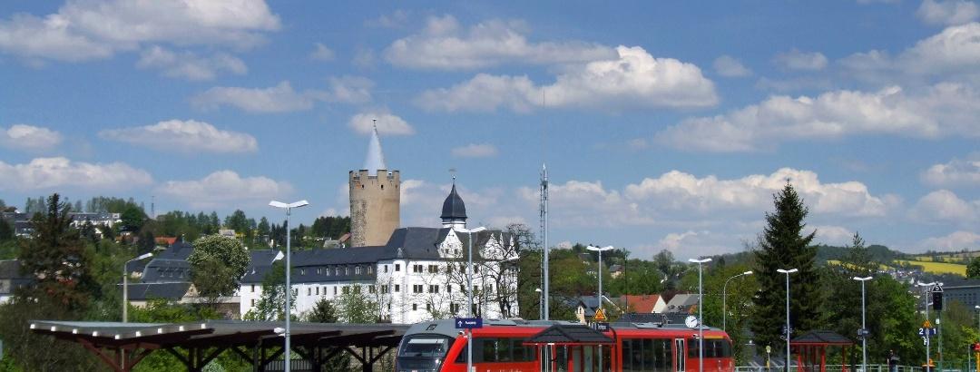 Zschopautalbahn mit Blick auf Schloß Wildeck Zschopau