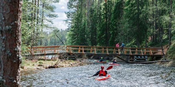 Die Stromschnellen des Perankajoki bieten Paddlern Herausforderungen