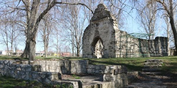 Az Almás-forrás és a kövesdi templomrom (Aszófő)