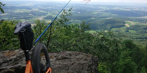 Gipfel des Büchelstein 832 m; Blick in die Donauebene