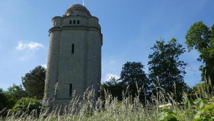 Bismarckturm am Startpunkt der Wanderung mit schöner Aussicht