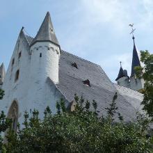 imposante Burgkirche als Wehranlage in Ober-Ingelheim