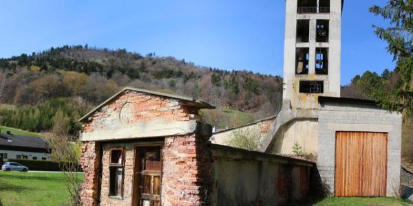 """Der alte Schachtturm am """"Segen Gottes"""" erinnert an die blühende Zeit der Steinkohleförderung in Grünbach am Schneeberg"""