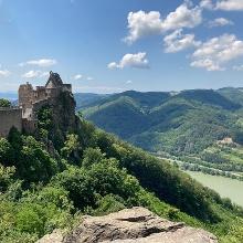 Der Ausblick vom Kletterfelsen bei der Burgruine Aggstein belohnt für die Anstrengungen des Aufstiegs.