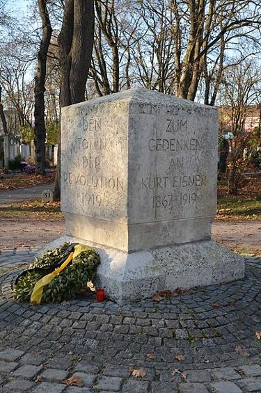 Revolutionsdenkmal am Ostfriedhof