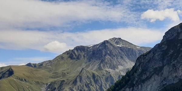 Das Aroser Weisshorn mit der Station der Luftseilbahn Arosa-Weisshorn als Ziel dieser Wanderung.