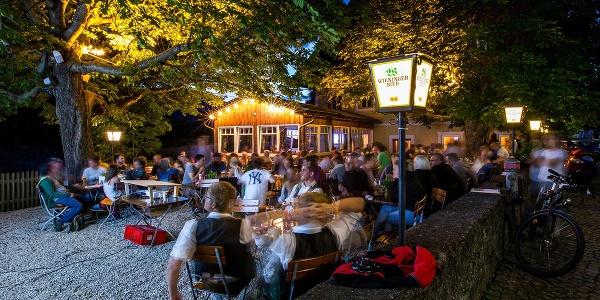 Abends im Goberg Biergarten
