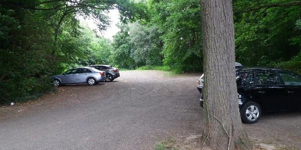 Ein Stück des Parkplatzs Otto-Neubeck-Hütte.