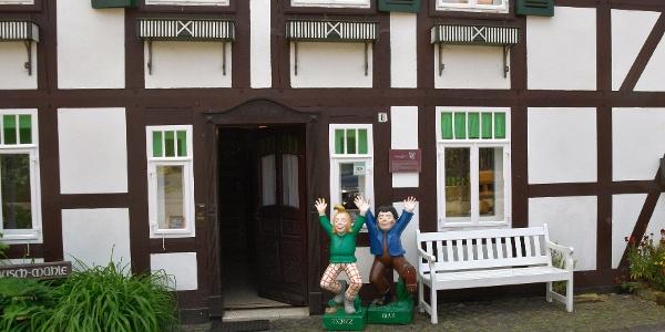 Max und Moritz vor der Wilhelm- Busch-Mühle Ebergötzen