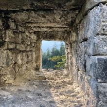 Die Ruine ist von Südwesten zugänglich