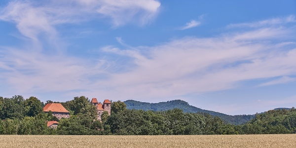 Kloster Reinhausen - im Hintergrund Die Gleichen