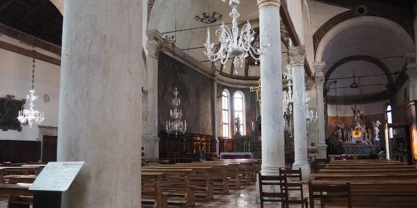 Kostel sv. Petra mučedníka (interiér 2.)