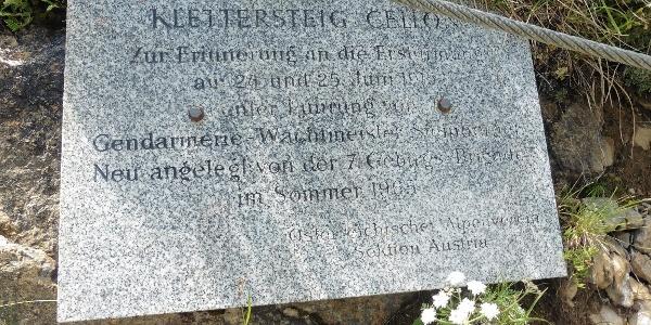 Tafel beim Einstieg des Klettersteiges