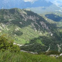 Der Südhang zwischen Materialseilbahn Talstation und Hütte