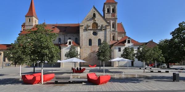 Basilika St. Vitus mit Marktplatz