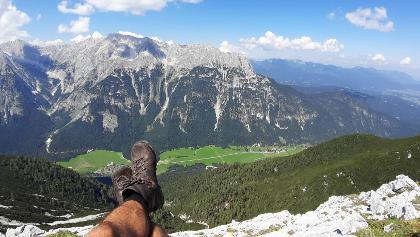 Blick von der mittleren Arnspitze aufs Wettersteingebirge im Norden.