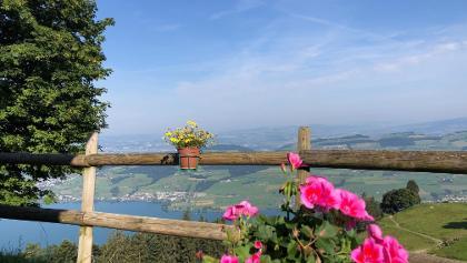 Räbalp - Sitzbank mit Seeblick
