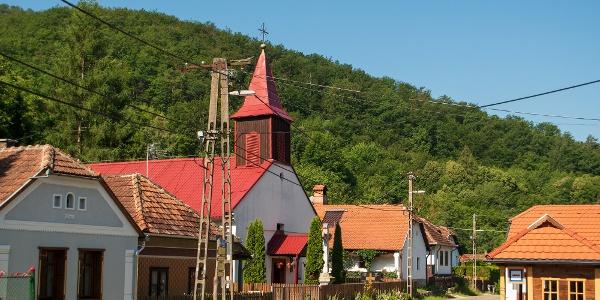 Középhuta faluképe magán hordozza az alapító telepesek kárpáti gyökereit