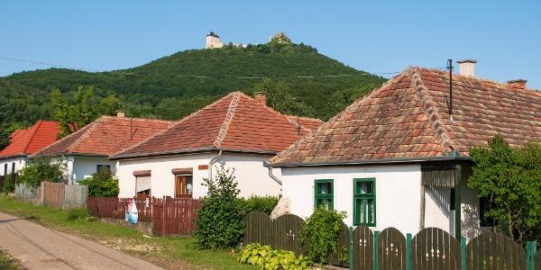 A ruszin település, Mogyoróska felett Regéc vára tónol