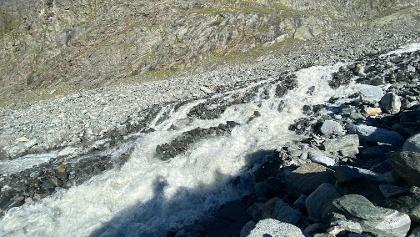 Hier wäre die Bachüberquerung die bei solchen Wassermengen unmöglich ist...