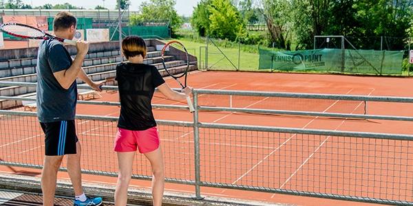 Blick auf den Tennisplatz