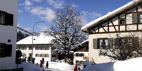 Der Dorfplatz von Fideris
