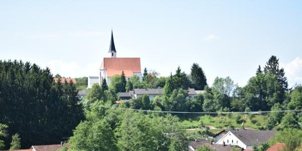 Ortsansicht mit Kirche in Stubenberg
