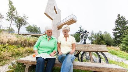 Unterhalb der Windklangskulptur am Erbeskopf