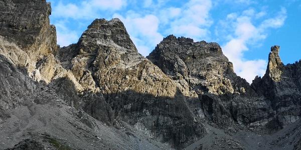 Steinkarturm (links), Parzinntürme (Mitte) und Spiehlerturm (rechts)