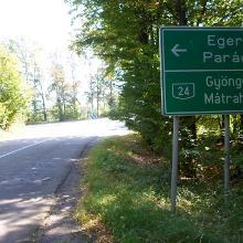 A 24-es főutat Galyatetővel összekötő útról Parádsasvár felé kanyarodunk