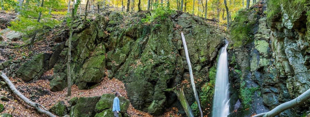 Az Ilona-völgyi vízesés ősszel