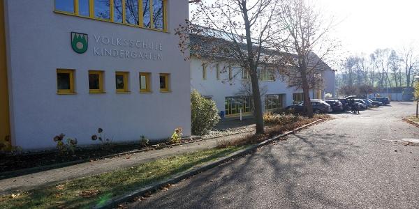 Parkplatz bei der Volksschule Zell am Pettenfirst