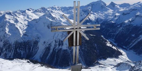 Gipfelkreuz mit Blick nach Rein