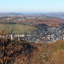 Blick auf Bernkastel-Kues und die Burg Landshut