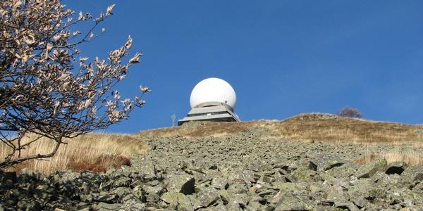 Grand Ballon vue sur le radar au printemps Crédit: Corinne Flota