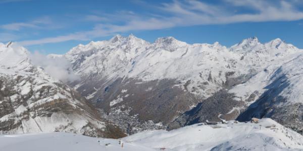 Vue sur Zermatt et le magnifique panorama.