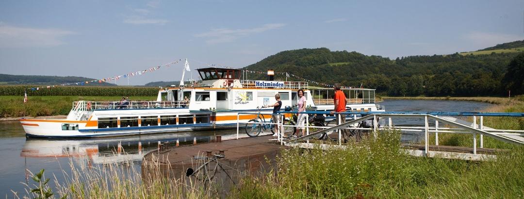 """Ausflugsschiff der """"Flotte Weser"""""""