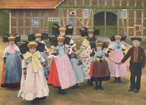 Kinder in Bückeburger Tracht