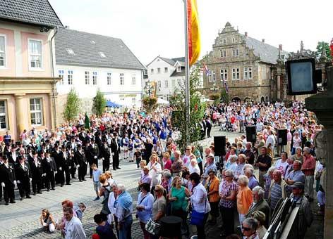 Aufmarsch auf dem Marktplatz Bückeburg