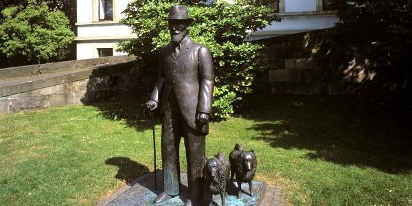 König Wilhelm II mit den Spitzen Ali und Ruby