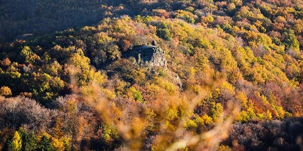 A Rám-szikla, rajta a Ferenczy-sziklával a Rezső-kilátóból
