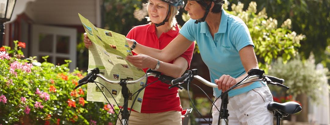 Radfahrer mit dem E-Bike unterwegs