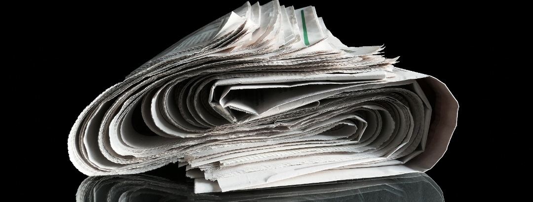 gerollte Zeitung