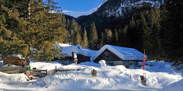 Entlang von Gebirgsbächen und umringt von Bergen erreichen Sie nach ca. 1 Stunde Gehzeit vom Ortszentrum Mallnitz aus, die idyllisch gelegene Stockerhütte wo sich die Rodelbahn befindet.