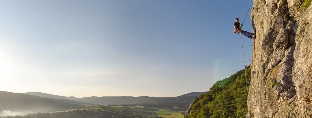 Ereszkedés az Oszolyon, a pilis táj fölött