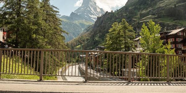 Blick von der Kirchbrücke zum Matterhorn