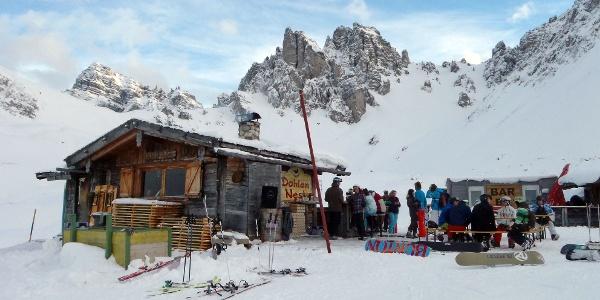 """Pausenmöglichkeit während der Tour, die Skihütte """"Dohlennest"""""""