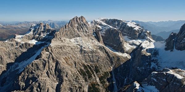 Blick auf den Gipfel des Elfer (Bildmitte) und Rotwand (links)